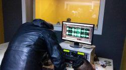 قسم الإعلام بكلية الآداب صبراتة ينظم زيارة علمية ميدانية للطلبة استهدفت إذاعة صبراتة f.m