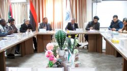 رئيس الجامعة يجتمع بإدارة النشاط الطلابي ورؤساء اقسام النشاط بالكليات وأعضاء اتحاد طلبة الجامعة
