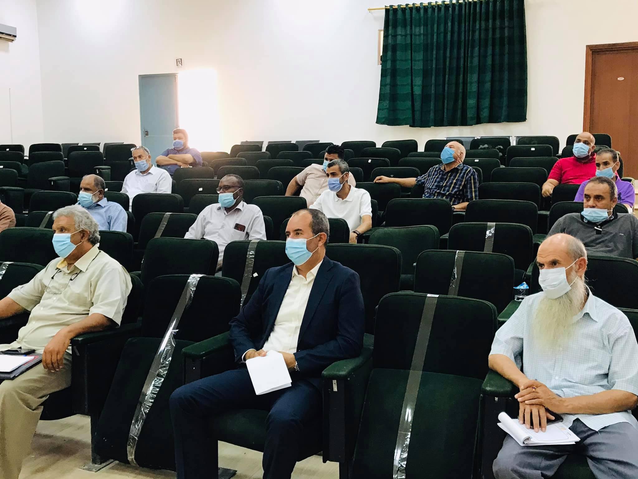 اجتماع اللجنة المركزية لمتابعة الوضع الوبائي لجامعة صبراته بعمداء ومدراء مكاتب الدراسة والامتحانات بالكليات